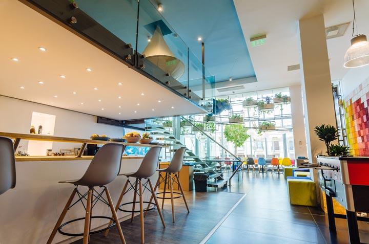 Skyscanner 布达佩斯生态办公空间设计案例欣赏